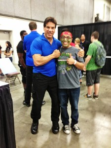 Tony meets Lou Ferrigno ...Wow that man is big!